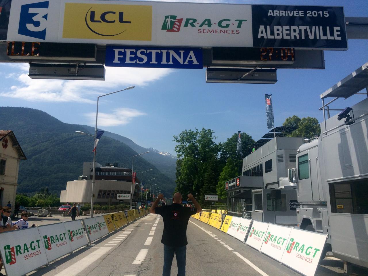 Taxi Albertville Di Tullio sur la ligne d'arrivée critérium 2015.